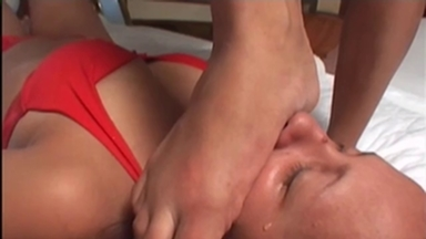 FOOT FETISH / Strangle Feet - Karolina Ika