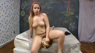 Facesitting - Blonde And Bruninha