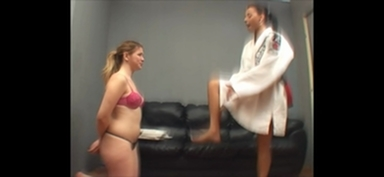 FIGHTING GIRLS / Karateka By Nara Lemos