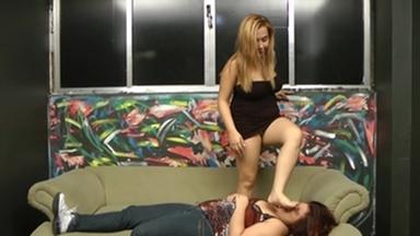 FIGHTING GIRLS / Feet Fight- Celine Lemos