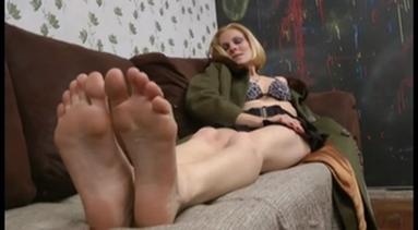FOOT FETISH / Deep Feet - Bruna Minelli And The Victim 2
