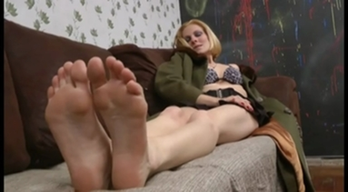 FOOT FETISH / Deep Feet - Bruna Minelli And The Victim 2