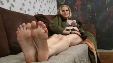 FOOT FETISH / Deep Feet By Bruna Minelli And The Victim