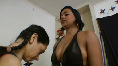 Facesitting - Gigantic Carioca And Slave Priscila