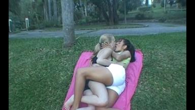 Kissing - Rafaella Petriutti And Gaby