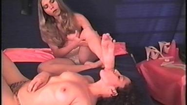 FOOT FETISH / Deep Feet - Lela And Slave Tammy