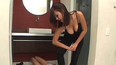 FOOT FETISH / Dangerous Feet - Pariz And Slave Cleo