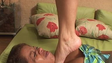 FOOT FETISH / Dangerous Feet - Simone Slave Luana