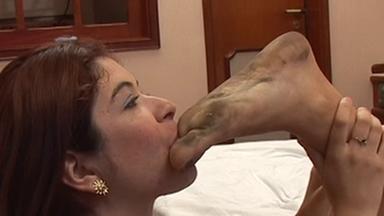 FOOT FETISH / Dirty Feet - Camilla And Slave Tatty