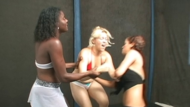 FIGHTING GIRLS / Belly Punch - Gabriele, Sorana And Slave Priscila