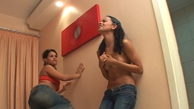FIGHTING GIRLS / BellyPunch And Feet Fight - Grazi Di Fiori And Carla