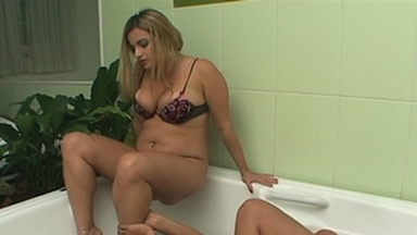 FOOT FETISH / Dangerous Feet Water - Giovana And Slave Alexia