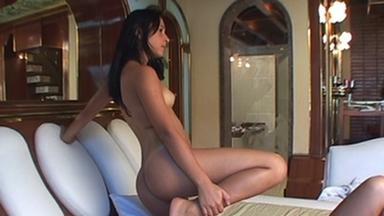 Deep Feet Hard - Top Girl Amanda Parize And Slave Karlinha