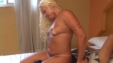 FACE SITTING / Facesitting - Laura Blonde And Slave Carioca