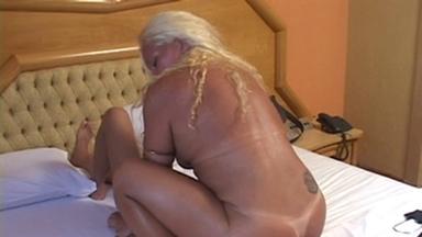 Facesitting - Laura Blonde And Slave Carioca