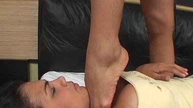 Strangle Feet - Angela Mendes And Slave Gaby