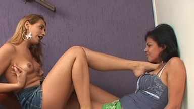 Strangle Feet - Joyce And Gussonato