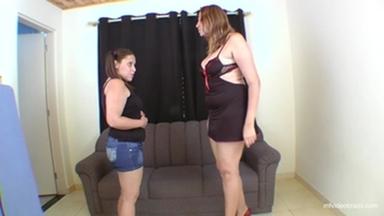 FACE SITTING / Sofa Girl Giant Tati Devassa And Ariel