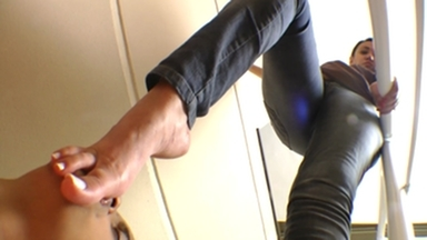 FIGHTING GIRLS / Karateka Big Feet Size Agressive And Sensational By Tati Devassa And Paulinha