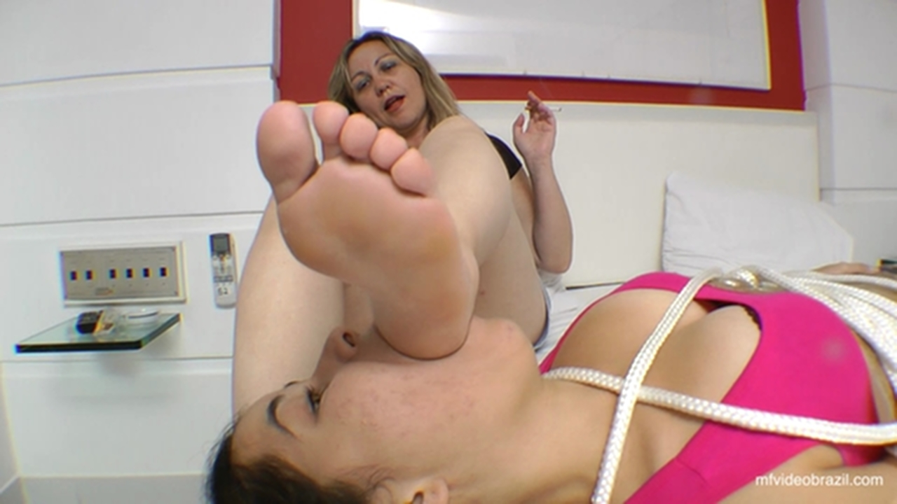 Lesbian Stinky Foot Domination