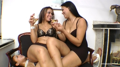 SOFA GIRL / Sofa Top Dominatrix By Top Model Lola Mello And Aline Cruel