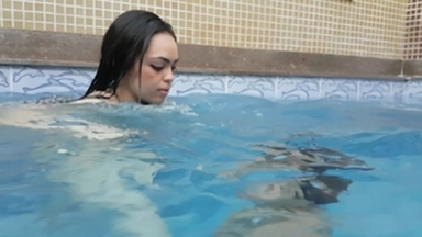 Under Water Fetish - Air Control And Practice In The Swimming Pool By Jessica And Slave Bianca