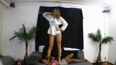 FIGHTING GIRLS / Karate Feet Face By Alessandra Oliver And Slave Priscilinha