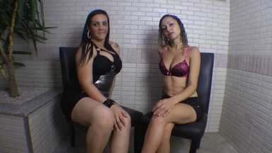 Hot Kisses By Top Girl Jennifer Avila And Giant Adriana Fuller