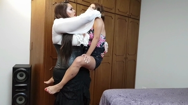 Extreme Hands By2 Meter Tall Amazon Cintya And Slave Kiki