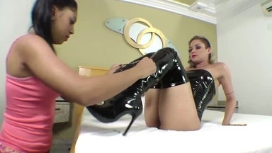 FACE SITTING / Face Sitting Fuck Face By Top Dominatrix Rhianna And Slave Flavinha