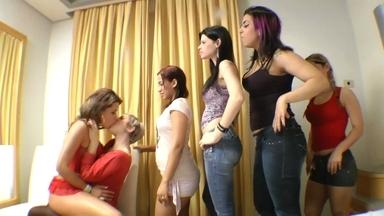 KISSING / Hot Kisses Fantastic - Lola Mello