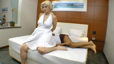 Face Sitting Fuck Face By Marylin Messi And Slave Vaninha